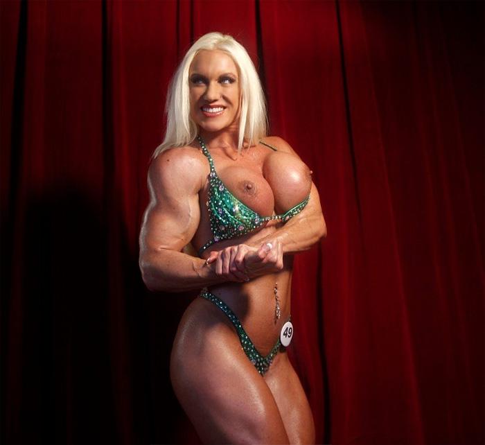 Muscle goddess ashlee chambers sucking cock 4