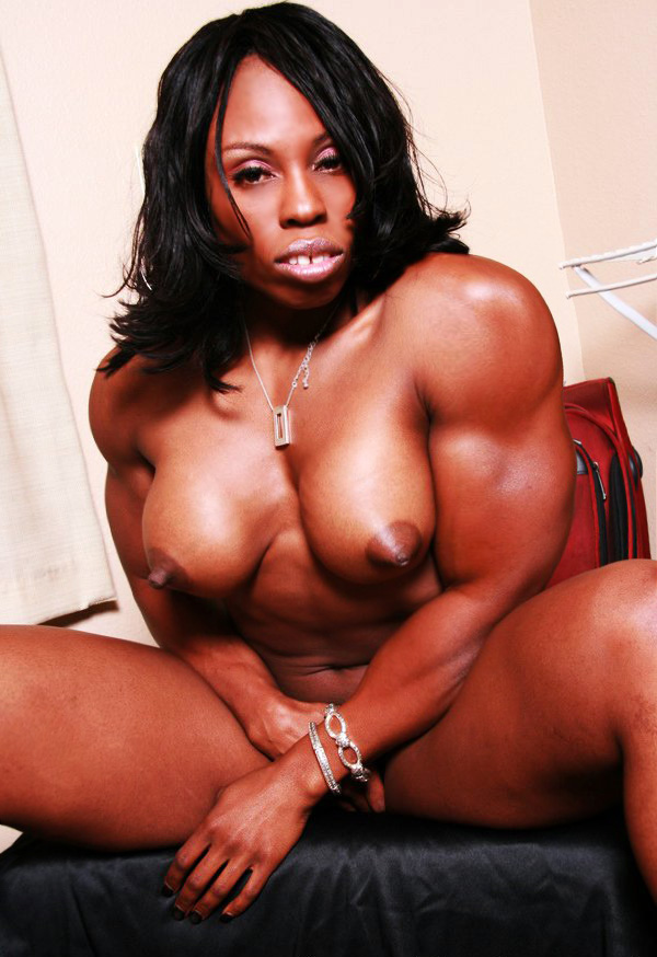 Black Muscle Mistress Shows Off Her Perfectly Built -1772