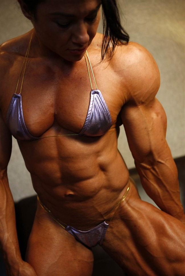muscle girls who pose nude