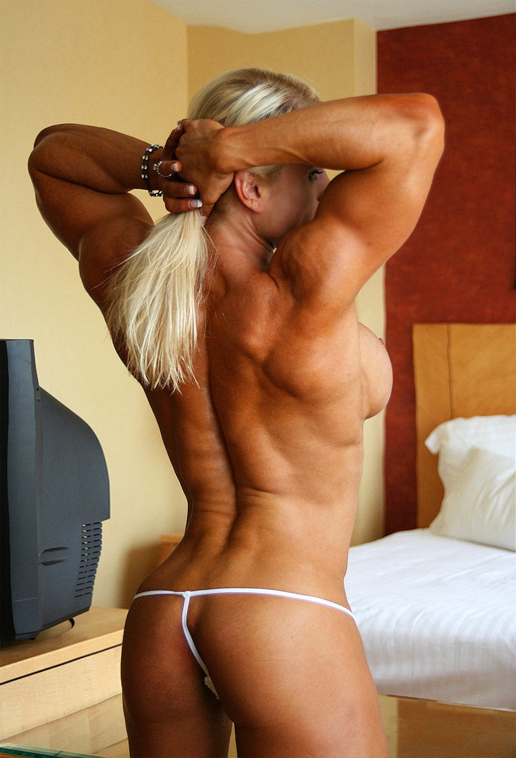 Huge muscle naked girl