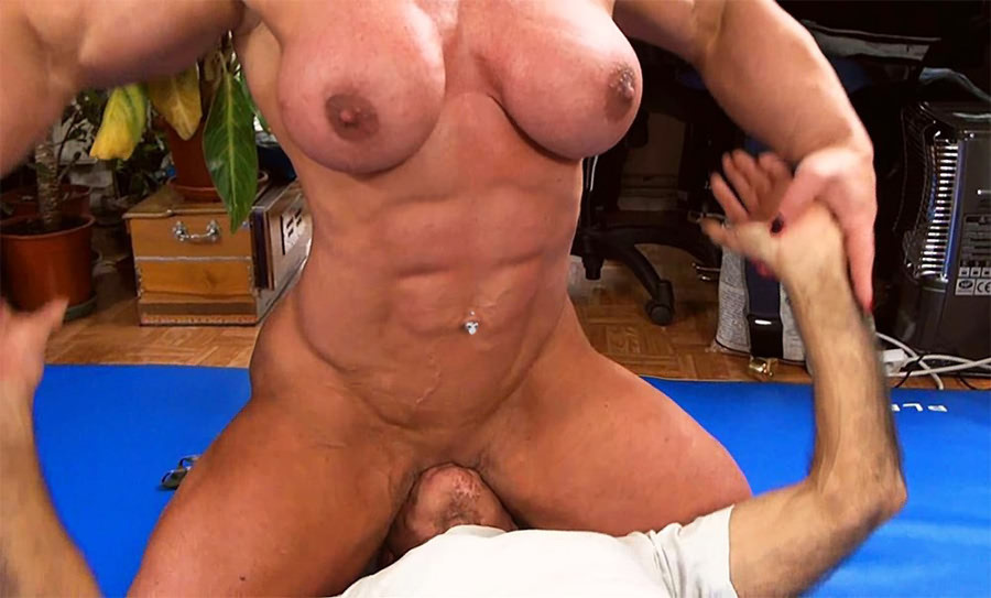Clitmongous Fitness Hottie Bodybuilder Milf On Xhamster Tubxporn 1